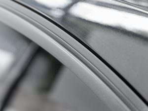 Eine materialschonende Gummipflege gehört zu einer guten Fahrzeugaufbereitung