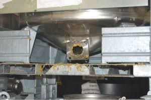 IBC Container reinigen um Klebstoffreste zu entfernen