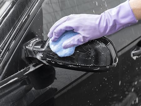 Zur Vorreinigung bei der Fahrzeugaufbereitung nutzen Sie am besten Auto Shampoo oder Caramba Universalreiniger