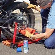 Kettenpflege mit Caramba Motorrad Kettenspray